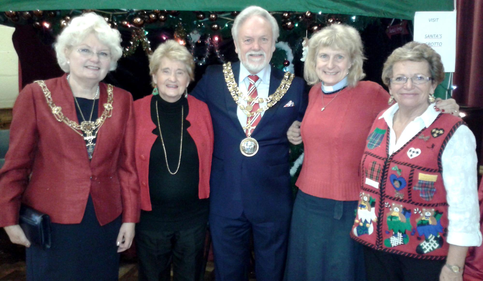 Mayor Opens Xmas Fair