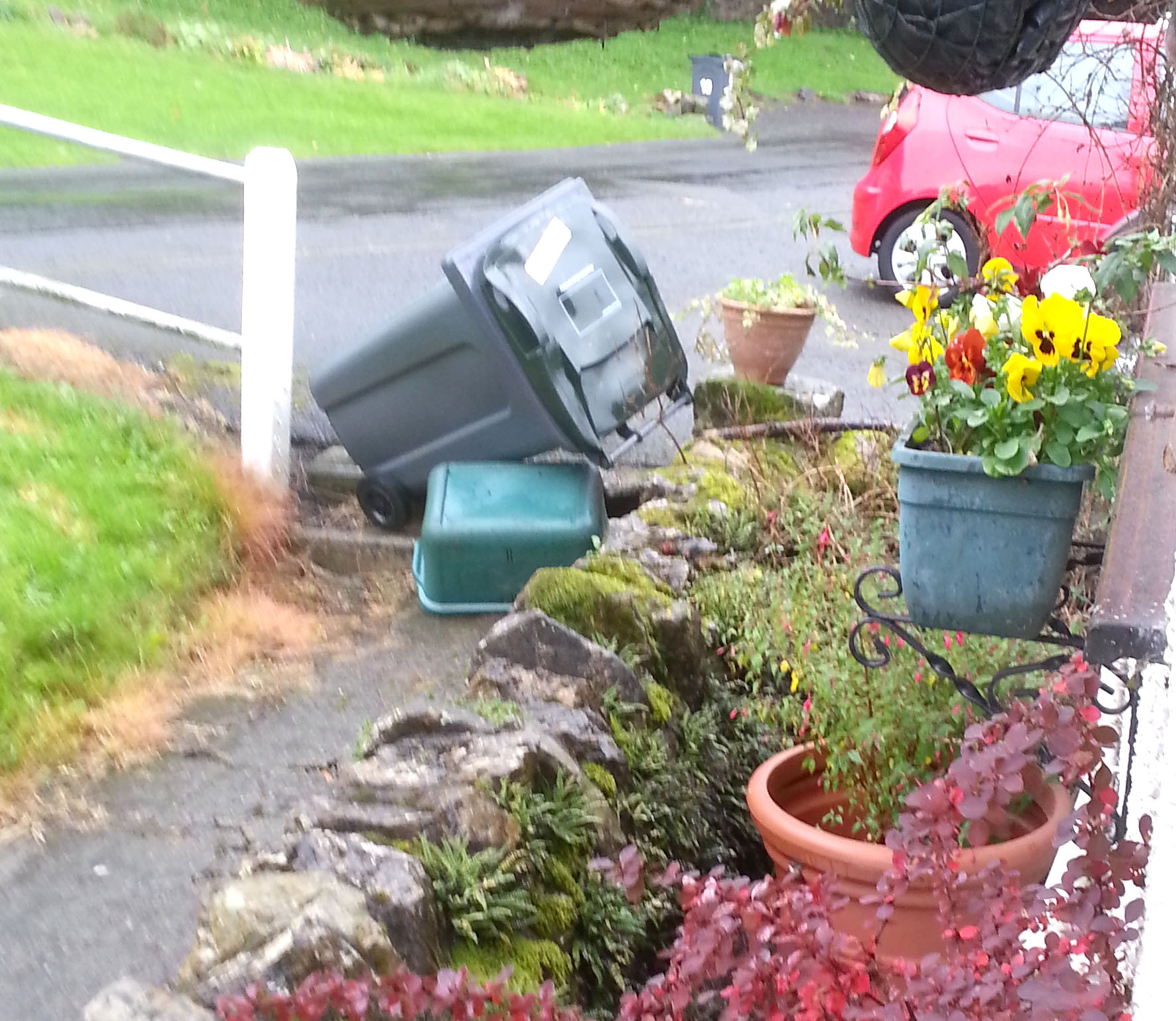 Bin Men Criticised on Untidy Collection