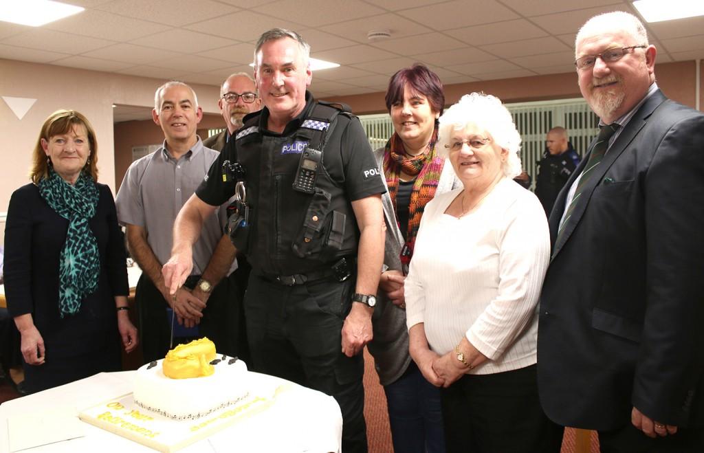 Alan Thompson cuts the cake