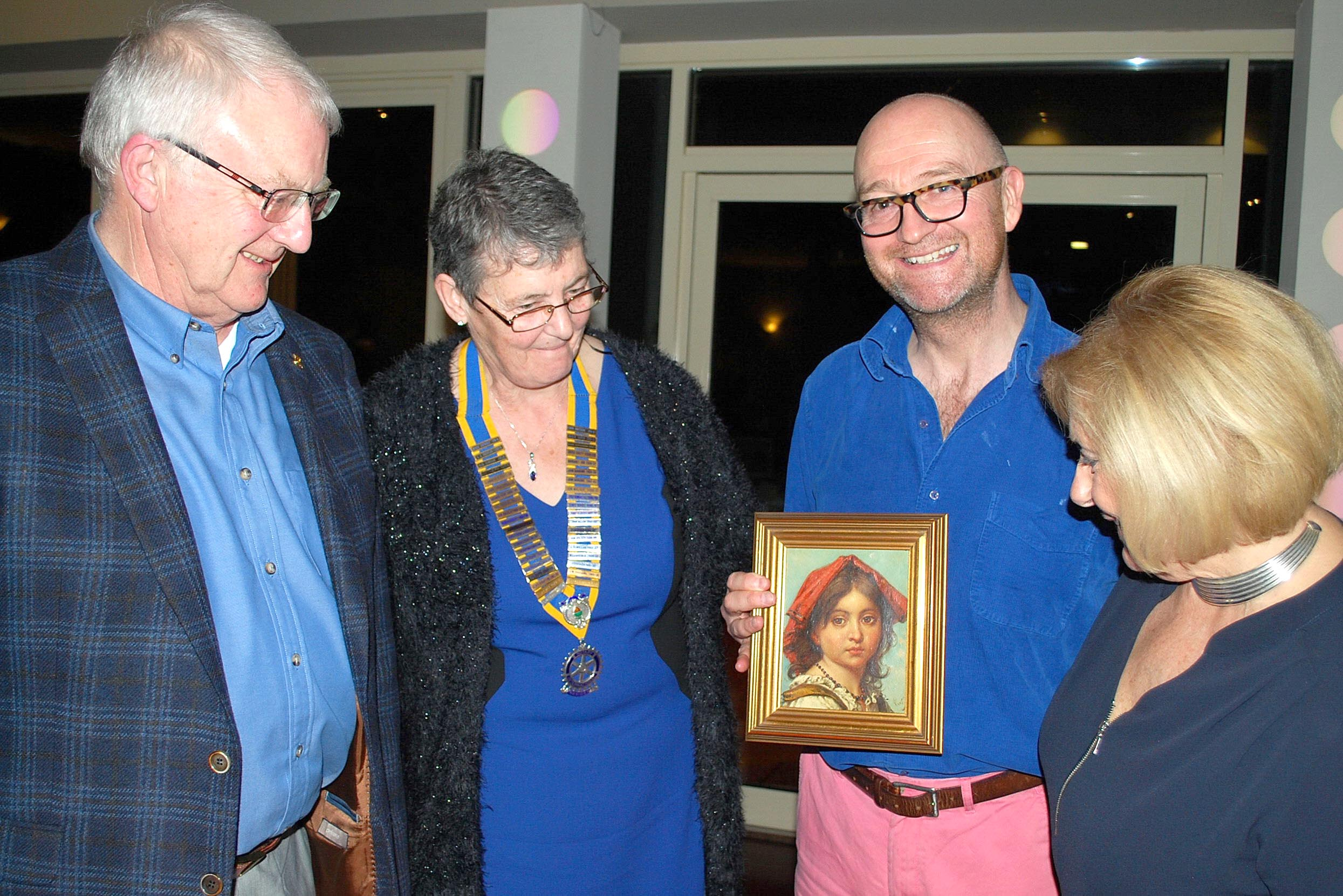 TV Antiques Expert at Town Rotary Club Fundraiser