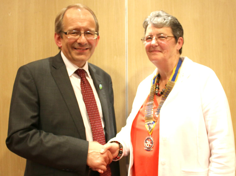 Head Teacher Visits  Town's Rotary Club
