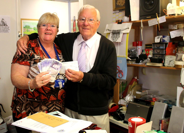 Newtonian's Charity Shop Raises £1k for MRI Appeal