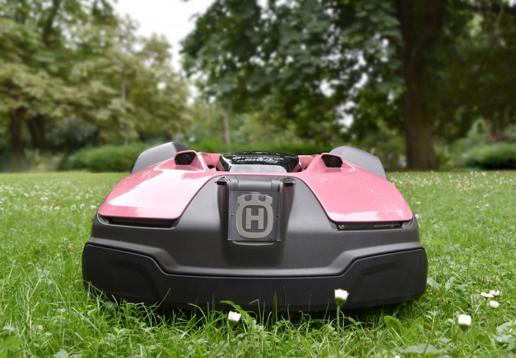 Pink Husqvarna Automower 450X (3)